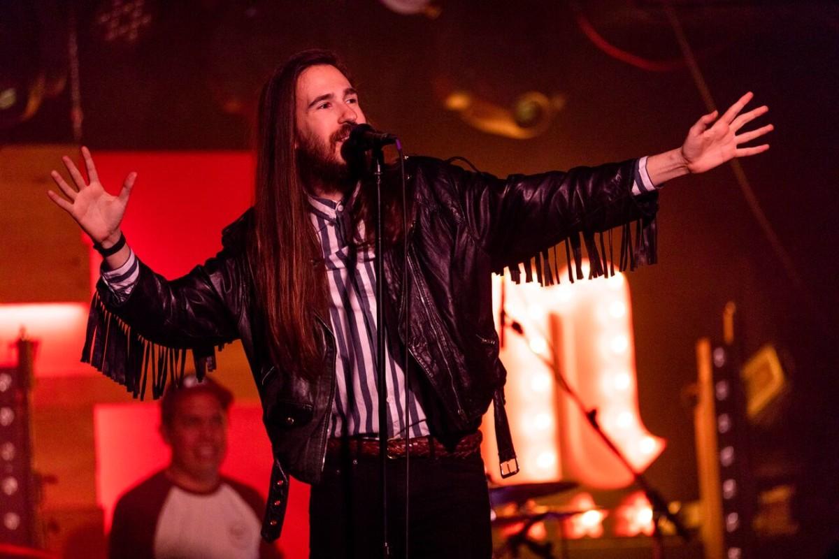 Carlos sadness actuar na sala karma en outubro for Sala rouge vigo