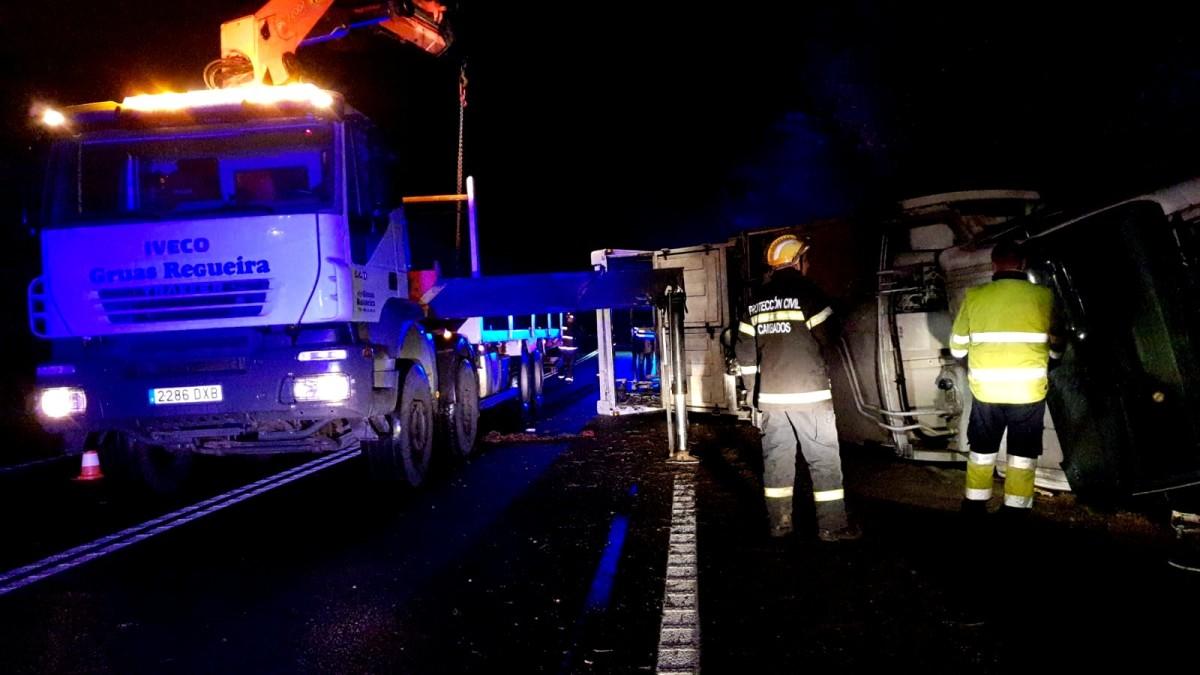 Heridas cinco personas en Barro al colisionar su vehículo contra un camión de basura